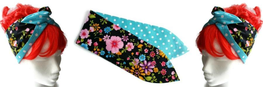 brede handgemaakte haarband van zwarte katoen met kleurrijke bloemenprint en aan de andere zijde turquoise polkadots