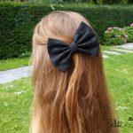 haarstrik-zwart-met-zwart-kant-medium-12,5cm-in-blond-haar.jpg