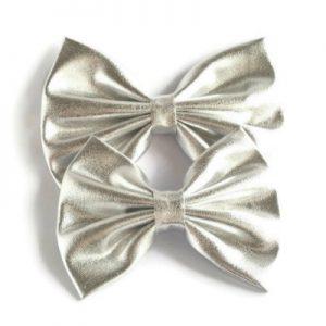 haarstrik zilver metallic met de hand gemaakt maat medium