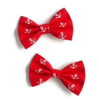 setje van twee haarstrikjes van rode katoen met witte ankertjes