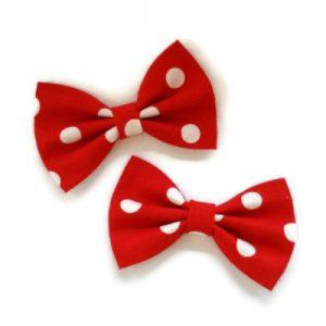 set van twee handgemaakte strikjes 7c in rood met witte stippen