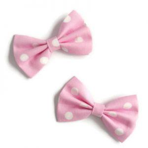 zacht roze haarstrikjes met witte polkadots van 7cm; een setje van twee, handgemaakt van katoen