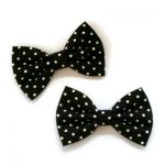 setje van twee ministrikjes 7cm in zwarte katoen met kleine witte stipjes of ook wel polkadotjes genoemd