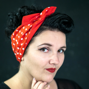 handgemaakte brede wired haarband Rosie, rood met witte stippen, polkadots