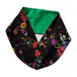 handgemaakte brede haarband shawl veldbloemenprint op zwarte ondergrond in combinatie met effen groen