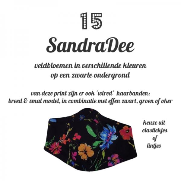 niet medisch katoenen mondkapje in print SandraDee veldbloemen op een zwarte ondergrond passend bij de haarbanden