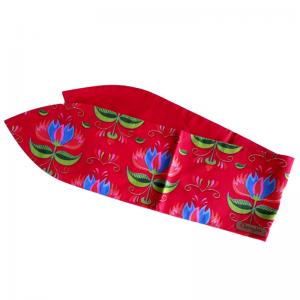 handgemaakte brede haarband met een print van gestileerde lotusbloemen op een rode ondergrond